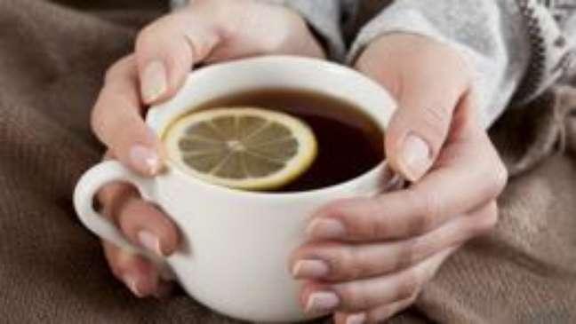 Chás, cafés, energéticos...todos contêm cafeína e devem ser consumidos com cautela