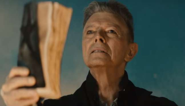 """Cena do clipe de """"Blackstar"""", música do último CD de Bowie."""