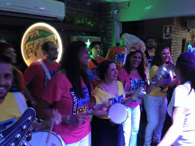 Estreante no Carnaval brasileiro, o Bloco Me Lembra Que Eu Vou reúne 35 batuqueiros integrantes de outros blocos famosos na cidade que resolveram se juntar para criar um novo repertório
