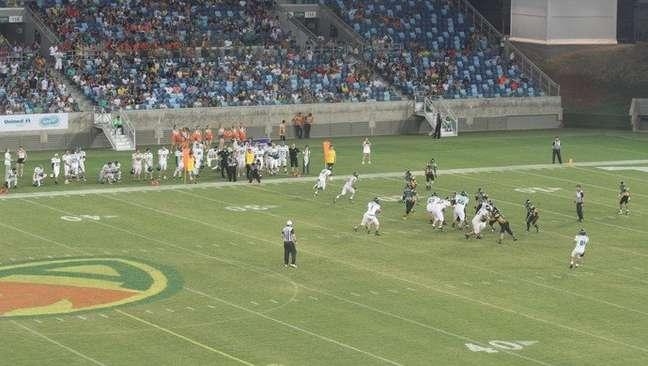 Partida de futebol americano levou mais de 14 mil torcedores à Arena Pantanal