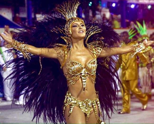 Para participar do Carnaval de 2009, Claudia Leitte emagreceu 11 kg em apenas um mês após o nascimento de seu primeiro filho, Davi. Depois disso, a carioca esperou três anos para ter o seu segundo bebê, Rafael