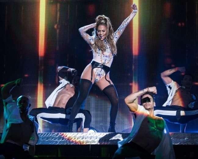 Conhecida como J.Lo, Jennifer Lopez é mãe dos gêmeos Maximilian David e Emme Maribel e, mesmo com trabalho em dobro e um trabalho exaustivo, a cantora quarentona ainda encontra espaço na agenda para cuidar do corpaço