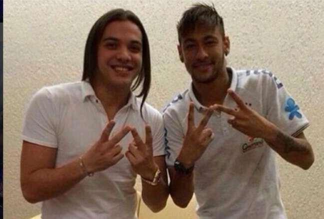 Para comemorar o aniversário de um ano do Instituto Neymar, o craque do Barcelona chamou diversas estrelas da música para um videoclipe beneficente. Entre eles, Safadão, que adorou a ideia