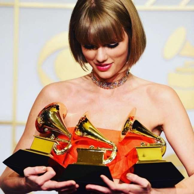 A cantora foi a primeira mulher a ganhar duas vezes o prêmio Álbum do Ano no Grammy Awards