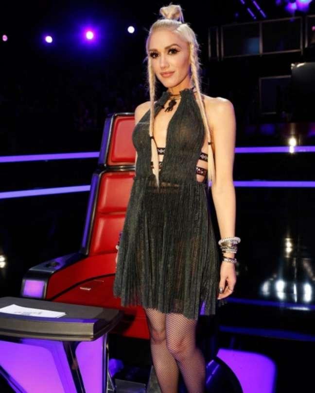 Em 2014, pouco após dar a luz ao terceiro filho, Apollo, a cantora foi chamada para substituir Christina Aguilera (grávida na época) na bancada do The Voice EUA. Em 2016, Aguilera voltará como jurada, mas a diva de Hollaback Girl não ficará de fora. Gwen continua na atração com mentora