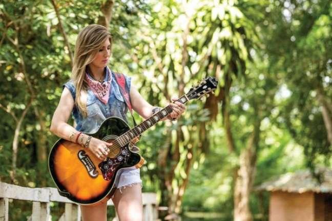 Em um cenário predominantemente de homens, a jovem cantora já provou que não está para brincadeiras