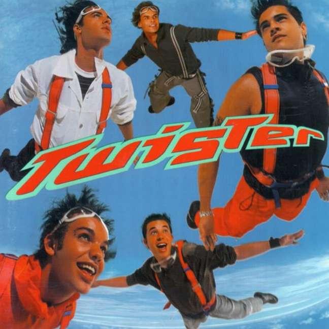 O primeiro disco da banda atingiu a marca de 250 mil cópias vendidas
