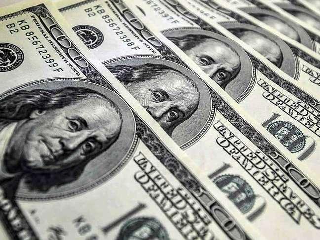 Dólar oscila entre a mínima de R$ 3,9123 e a máxima de R$ 3,9413
