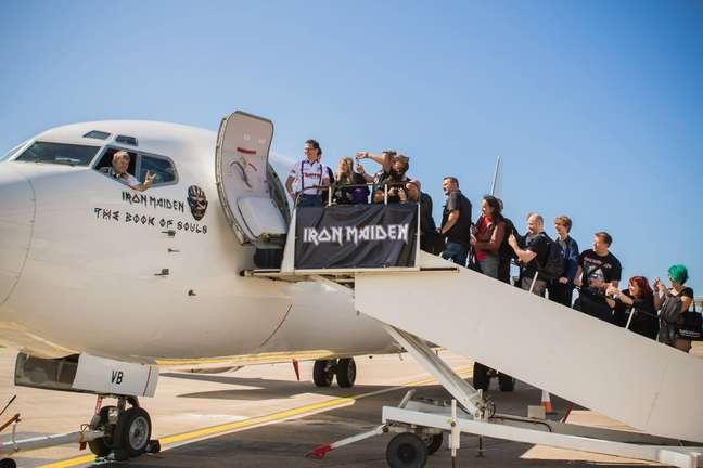 O grupo virá a bordo de seu Boeing 747-400 Jumbo Jet pilotado pelo vocalista Dickinson
