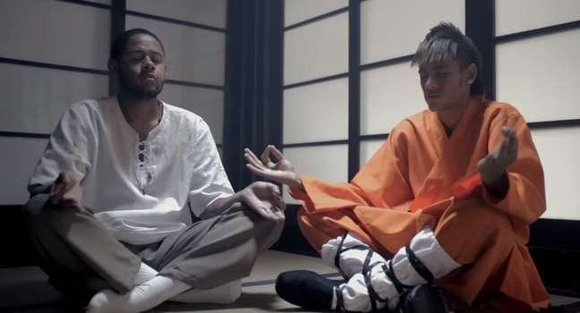 Neymar exerce o papel de mestre de kung-fu em uma canção sobre a superação das adversidades