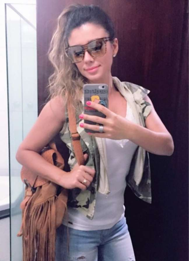 Considerada uma das artistas que mais vendeu discos no Brasil, acredita-se que Paula já tenha vendido mais de 10 milhões de cópias. Seu próximo passo será transformar seu novo álbum em DVD. A artista escolheu o Citibank Hall, em São Paulo, para a gravação, que acontece entre os dias 15 e 16 de abril