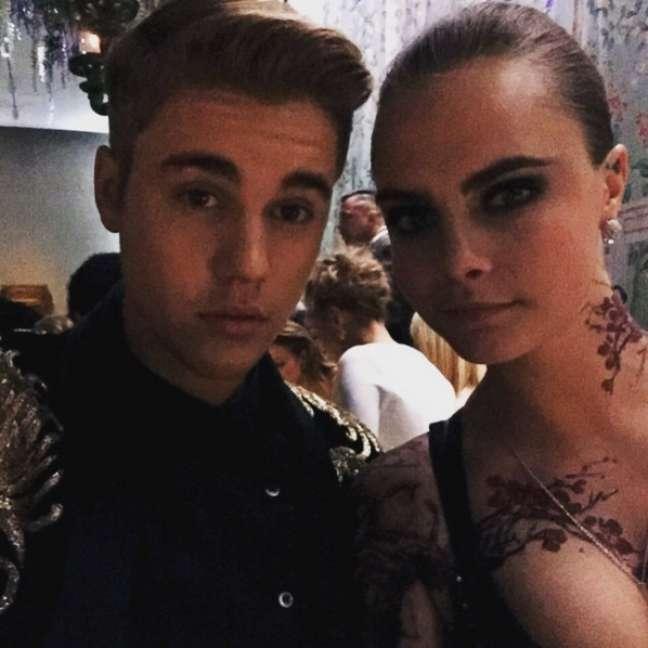 Em maio de 2015, Bieber e Cara Delevingne participaram do The Met Gala na cidade de Nova York. O evento serve para angariar fundos e ajudar o Metropolitan Museum of Art Costume Institute. A única regra do evento é: Selfies não são permitidas. Mas os dois conseguiram fugir dos flashs do tapete vermelho e tiraram um selfie dentro do evento
