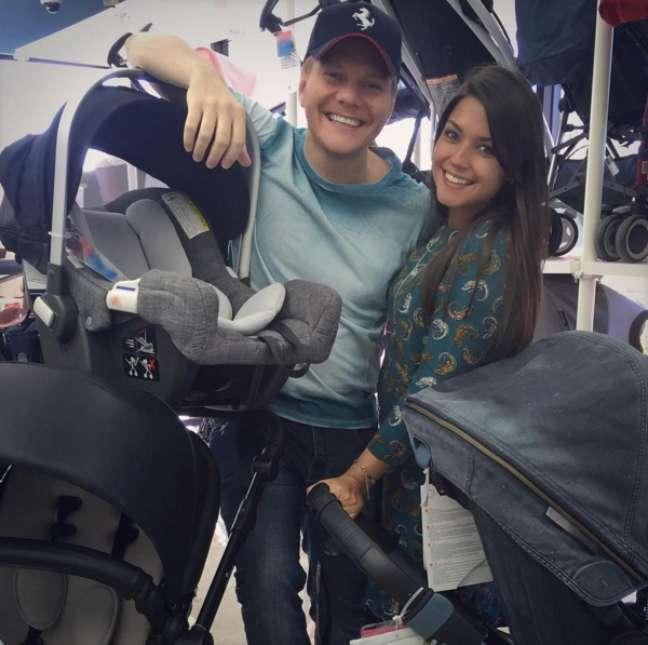 Desde a descoberta da gravidez, Sr. e Sra. Teló estão nas nuvens. Recentemente, a atriz postou uma foto em seu Instagram mostrando os preparativos para o enxoval da bebê