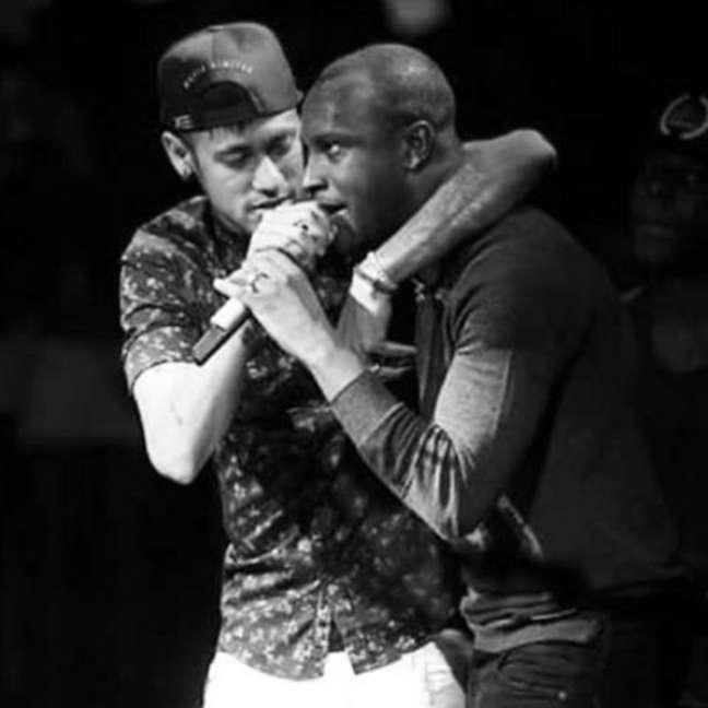 Parecidos no jeito, mas especialmente nos valores e no amor pelo que fazem, Thiaguinho e Neymar valorizam sempre a família, a amizade sincera, os fãs e entendem que nada se constrói sozinho