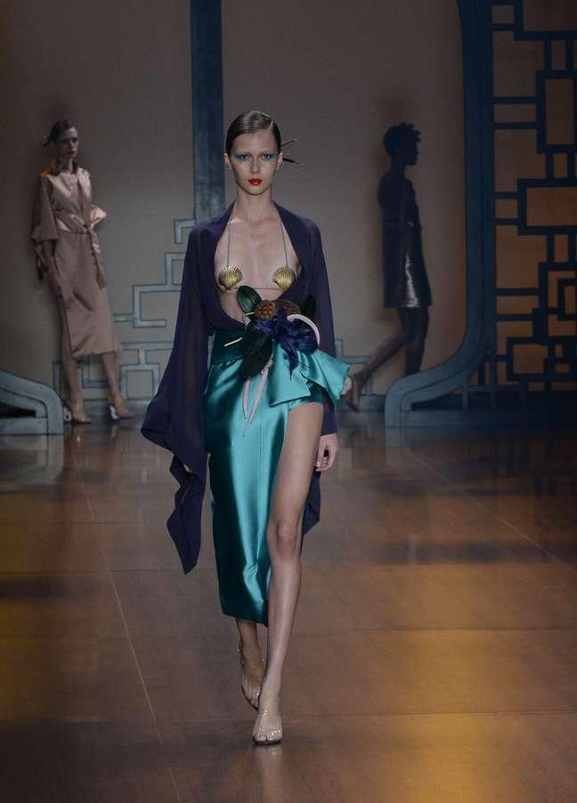 Adriana Degreas se inspira na Indochina com coleção sensual e elegante