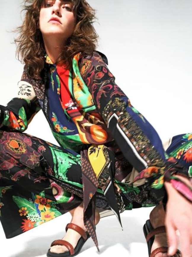 Osklen fez apresentação em sua loja, com roupas em araras e fotos em iPads