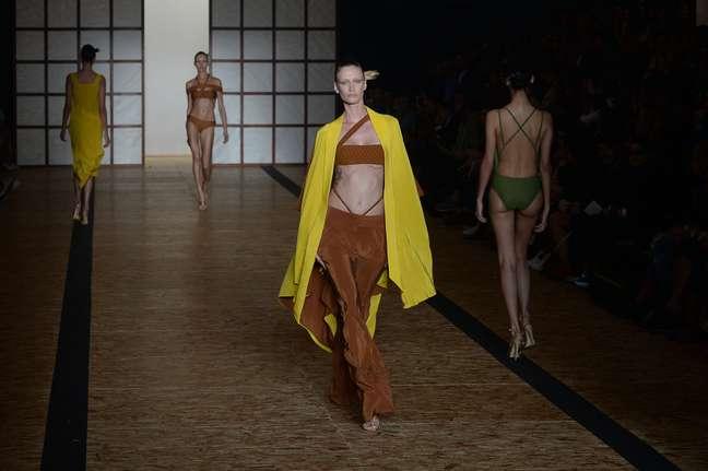 Viviane Orth desfila pela grife Lenny Niemeyer pela 41ª edição do São Paulo Fashion Week