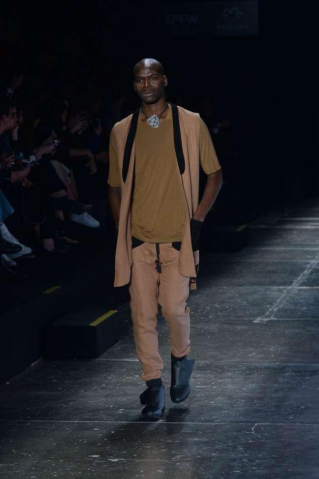 Ratier manteve o DNA da marca com roupas urbanas e jovens, agora mais limpas e com inserção de cores