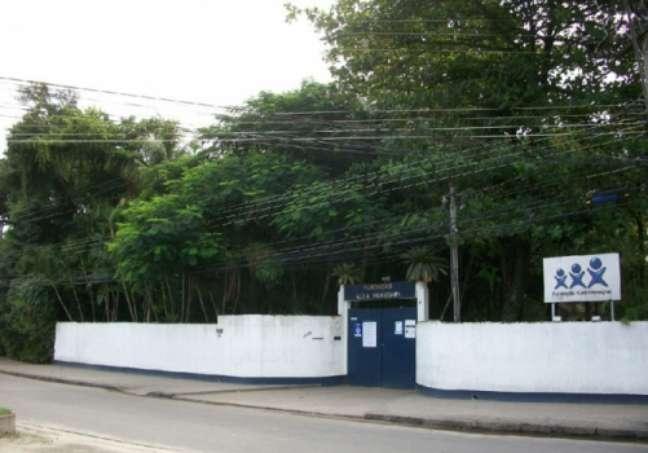 Fundação Xuxa Meneghel, destinada a crianças carentes, é um dos principais pontos de referência do local