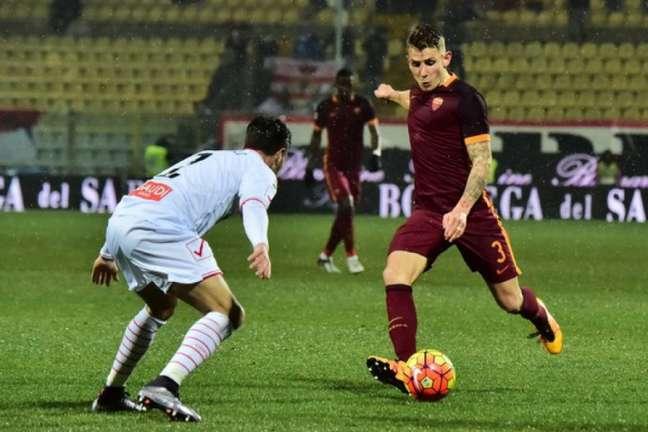Digne foi titular da Roma na temporada passada (Foto: Giuseppe Cacace / AFP)