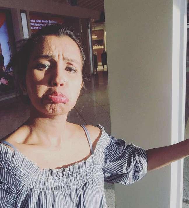 """Human Mobin fez uma série de fotos """"tragicômicas"""" após ir para sua segunda lua de mel sem o marido"""
