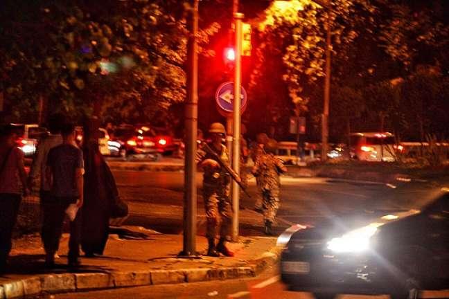Militares ocupam locais estratégicos na Turquia