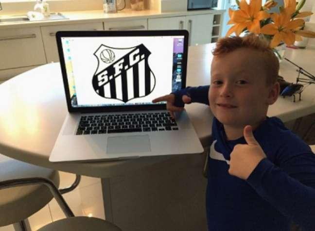 Torcedor do Manchester City, garoto de sete anos declarou apoio ao Santos (foto: Reprodução/Twitter)