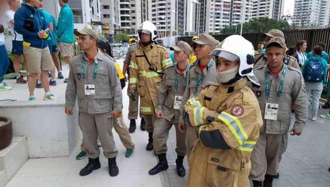 Princípio de incêndio assustou delegação australiana na tarde da última sexta (Foto: Reprodução/Twitter)