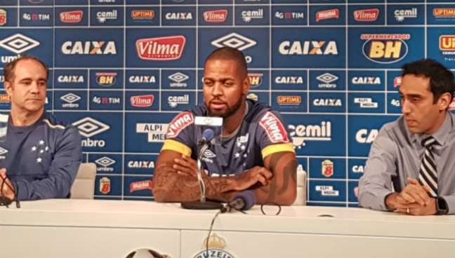 Jogador de 28 anos soma apenas cinco partidas pelo Cruzeiro, todas nesta temporada, desde 2015. Ele será operado nos Estados Unidos por especialista