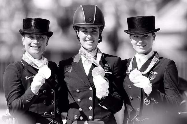 Charlotte DuJardin, da Grã-Bretanha, repetiu o feito em Londres-2012 e somou mais um ouro em sua carreira. Já as medalhas de prata e bronze foram para duas amazonas da Alemanha: Isabel Werth e Kristina Bröning-Sprehe.