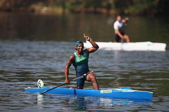 Com duas pratas e um bronze, o canoísta baiano Isaquias Queiroz se tornou o primeiro brasileiro a conquistar três medalhas numa mesma edição de Jogos Olímpicos