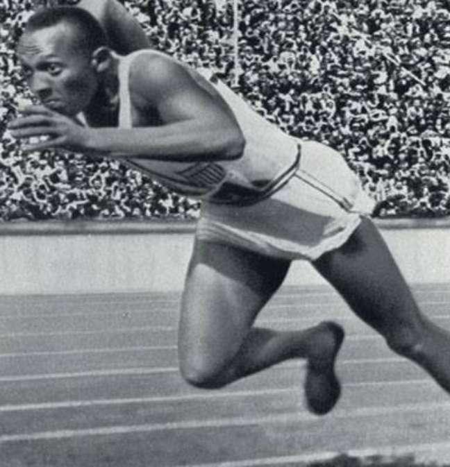 Jesse Owens, então com 23 anos, foi aos Jogos de Berlim 1936 não para bater um, mas quatro recordes olímpicos: 100 e 200 metros rasos, revezamento de 400 metros e salto em distância