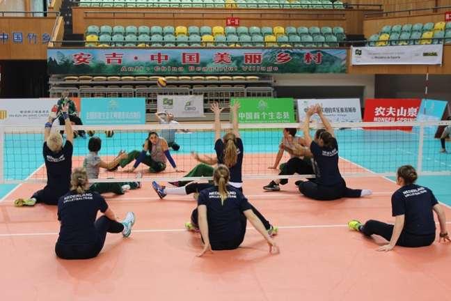 Seleção Brasileira feminina de vôlei sentado durante disputa de torneio na China, neste ano