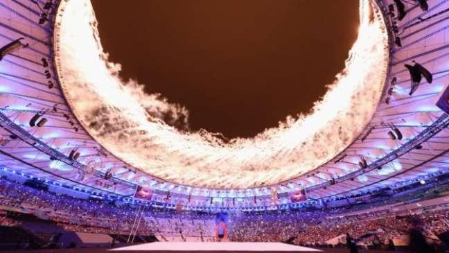 Fogos iluminaram o Maracanã, palco de abertura dos Jogos Paralímpicos do Rio