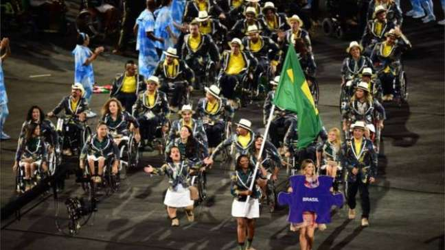 Apesar da primeira edição da Paralimpíada ter ocorrido em 1960, na Itália, a Alemanha já tinha clubes de esportes para surdos desde 1888