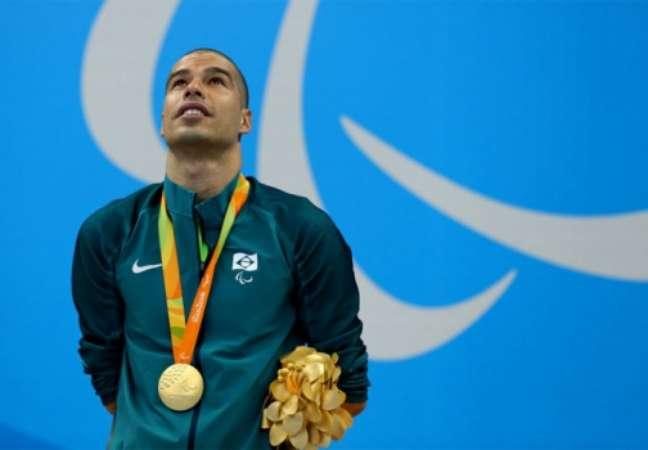 Daniel Dias com mais uma medalha dourada no peito