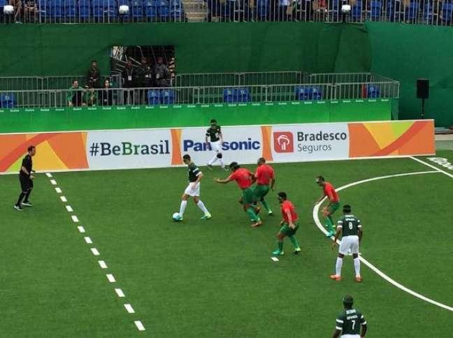 De virada, o Brasil derrotou Marrocos em sua estreia na disputa do futebol de 5 (para deficientes visuais)