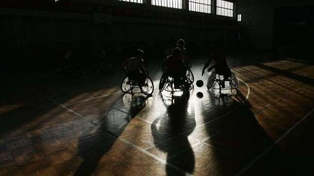 Os atletas com lesão na coluna podem sofrer de disreflexia autonômica