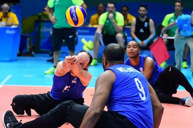 Brasil bateu a Alemanha de virada e avançou para a fase semifinal do vôlei sentado masculino