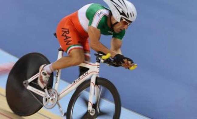 Ciclista iraniano de 48 anos morreu após sofrer uma queda na prova do ciclismo de estrada no Rio (Foto: Divulgação)