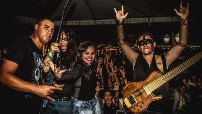 Fundador da banda diz que alguns fãs se sentem constrangidos quando pedem autógrafo para a banda perto de amigos