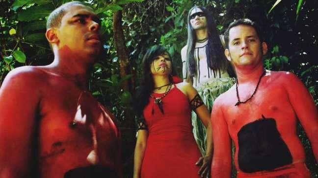 A banda Arandu foge do padrão do heavy metal, com mulher no vocal, negro na bateria e músicas em tupi-guarani