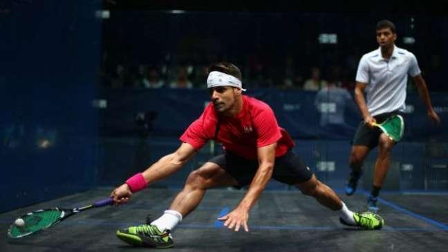 A velocidade e a intensidade do squash demandam um grande esforço físico