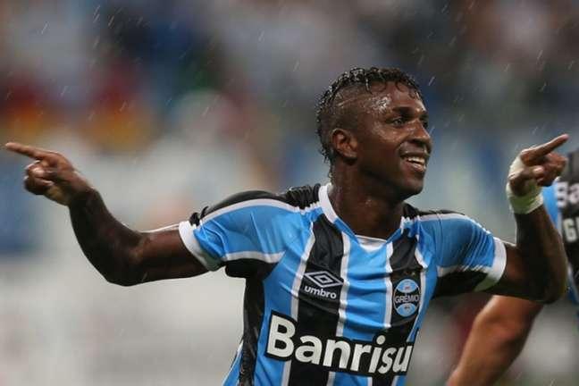 Bolaños chegou com status no Grêmio, mas terminou o ano como reserva. (Foto: AFP / JEFFERSON BERNARDES)