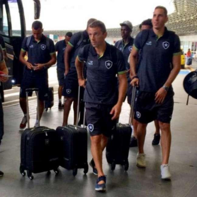 Delegação alvinegra conta com reforços e jovens promovidos do time de juniores (Foto: Twitter/Botafogo)