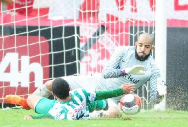 Danilo Fernandes foi o destaque do Internacional diante do Juventude (Foto: Reprodução / Twitter)