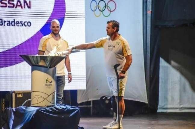 Lars Grael, duas vezes medalhista olímpico, foi um dos condutores da tocha olímpica na Rio 2016