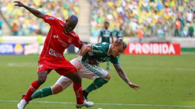 Palmeiras sofre empate com golaço por cobertura e ainda não garante 1º lugar geral (Foto: Jales Valquer / Fotoarena)
