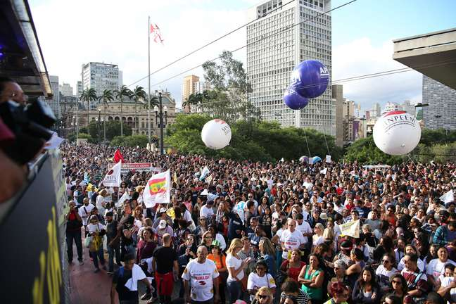Concentração em frente ao MASP, na Avenida Paulista (SP)