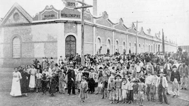 Greve teve início em uma fábrica têxtil em São Paulo, e só depois da adesão de outras categorias passou a ter demandas gerais